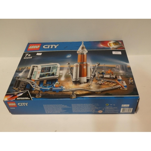 3053 - Lego Deep Space Rocket (missing instructions)   (208-106) * This Lot Is Subject To Vat...