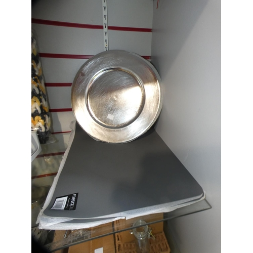 3004 - Grey Mesa place mats and silver plastic decorative plates * this lot is subject to VAT