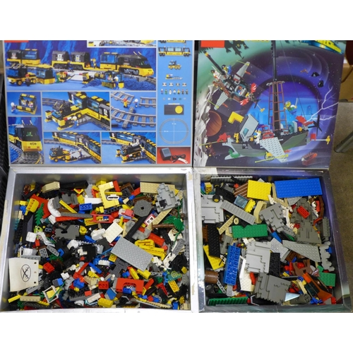 641 - A collection of Lego, in two Lego System boxes 6493 and 4559, (total weight 5.54kg)...