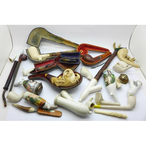 653 - A collection of pipes, a/f...