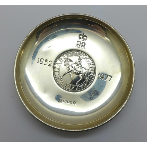 A silver 1977 Silver Jubilee dish, 78g, numbered 1565