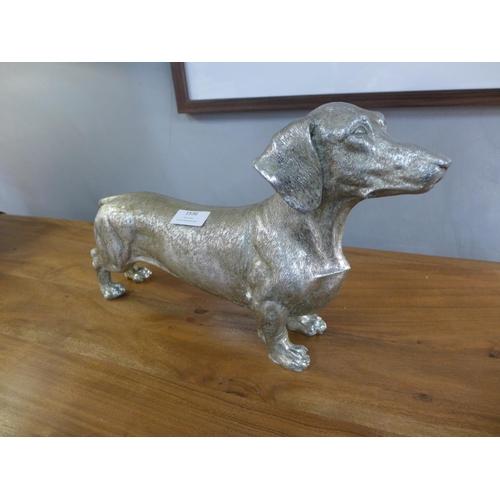 1536 - A silver dachshund figure (SM8112)   #
