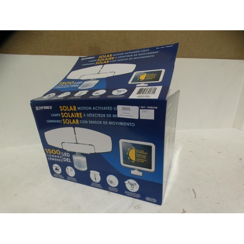 3005 - 1500 Lumen Triple Head Solar Light (215-293) * This lot is subject to VAT...