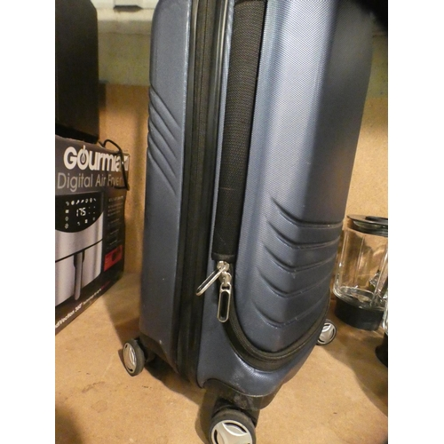 3040 - Skyway blue luggage case * This lot is subject to VAT...