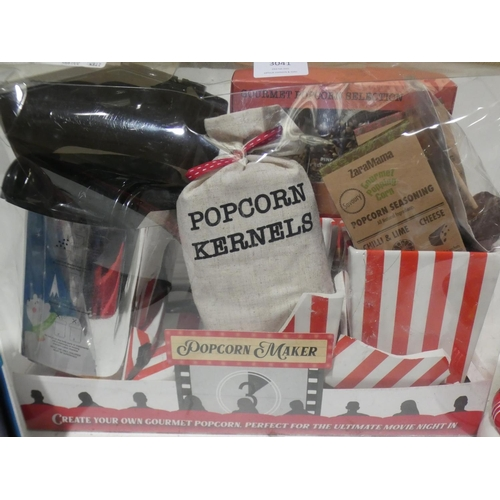3041 - Popcorn Maker Gift Set and Hot Chocolate Mug Set (215-410, 421) * This lot is subject to VAT...