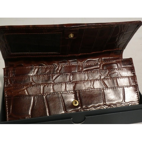 3046 - Osprey Lady's Leather Matinee Purse (215-419, 520) * This lot is subject to VAT...