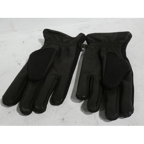 3057 - Pair of Spyder gloves (size large) * This lot is subject to VAT...