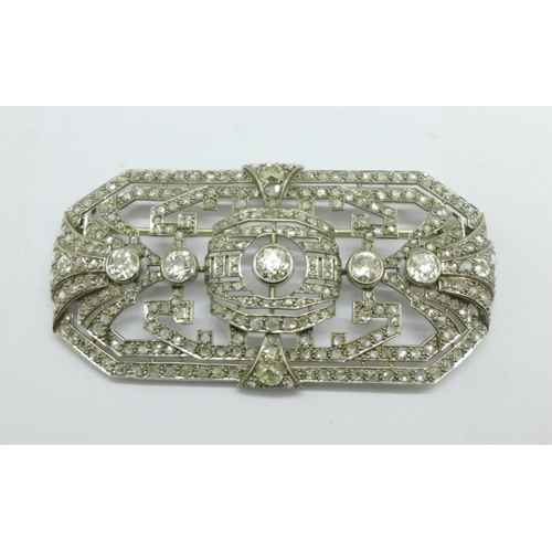 1292 - A large c1900 Art Deco diamond set brooch, the centre stone approximately 0.5carat weight, four othe...