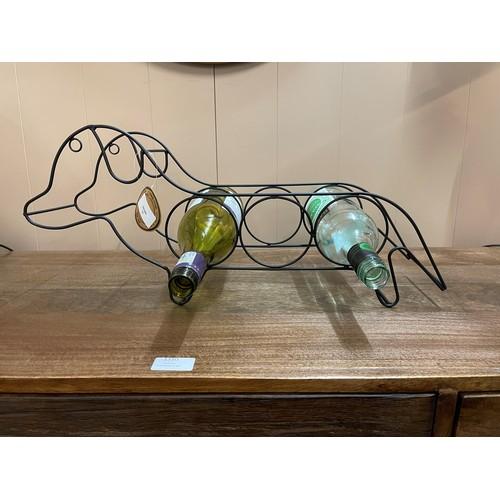 1400 - A sausage dog 3 bottle wine rack, 45cm x 21cm (KG059507)   #...