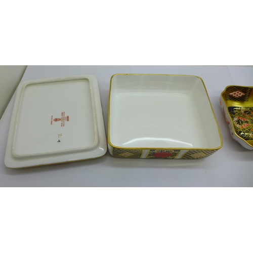 638 - A Royal Crown Derby 1128 Imari lidded dish and a pin tray...