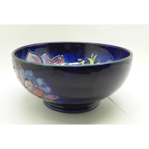 648 - A Moorcroft Anemone bowl, 15.5cm...