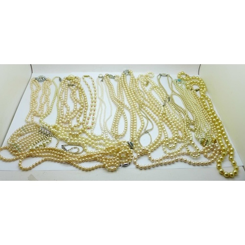 658 - A collection of faux pearl necklaces...