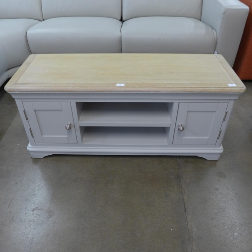 1302 - An Ashbourne grey painted large TV unit (BRI-BTV02) * this lot is subject to VAT...