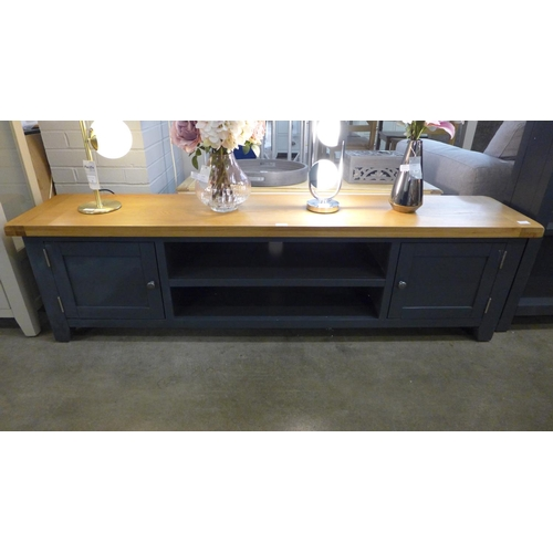 1404 - A Hampshire blue painted oak extra large TV unit (KEL P32-73)  * this lot is subject to VAT...
