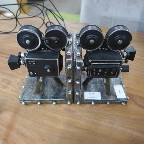 1396 - A pair of vintage camera bookends, height 17.5 cms (VCB56718)   #...