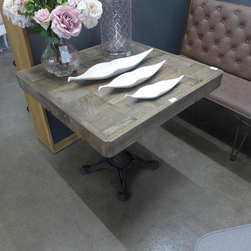 1491 - A bar/pub table with cast iron base...