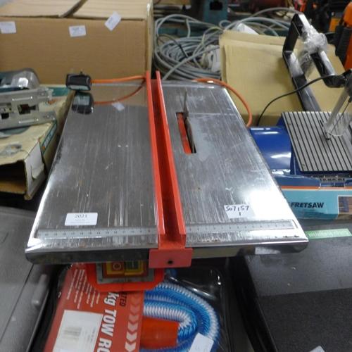 2021 - Ferm FTC400 tile table saw 240v - W...