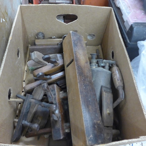 2036 - Box of joiners hand tools and a quantity of wooden planes...