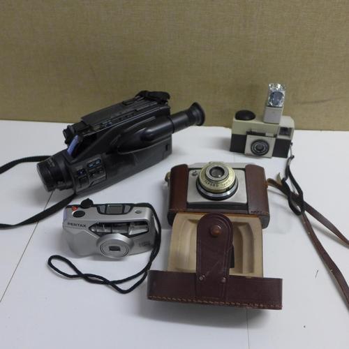 2053 - Tray of photography items; video camera, 35mm camera, portable printer & Kodak Instamatic 25...