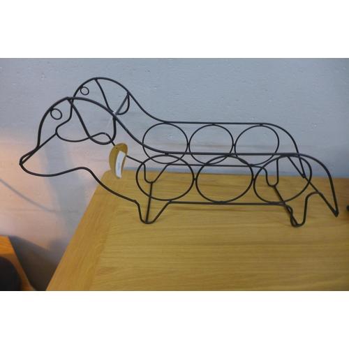 1388 - A sausage dog 3 bottle wine rack, 45cm x 21cm (KG059507)   #