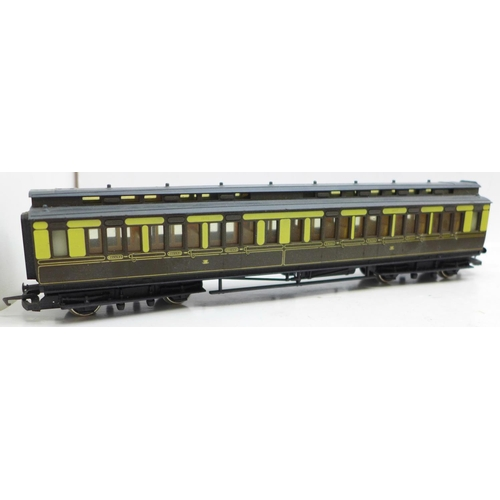 621 - Four Hornby OO gauge model railway carriages