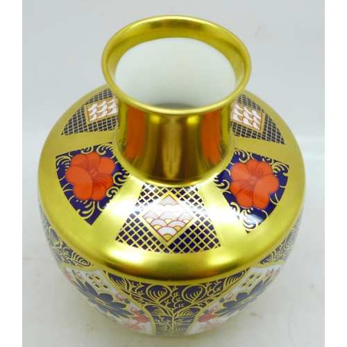 641 - A small Royal Crown Derby Imari vase, 11cm
