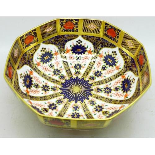 642 - A Royal Crown Derby Imari bowl, second, 20.5cm