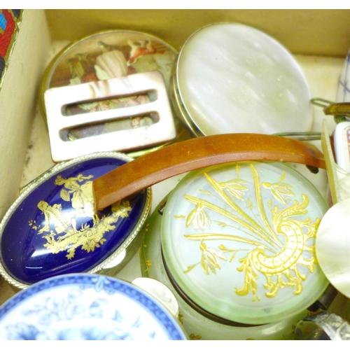 658 - Trinkets, pots, etc.
