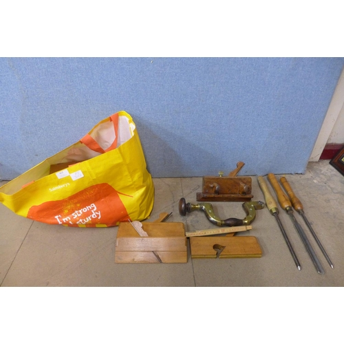 412 - Assorted woodworking tools