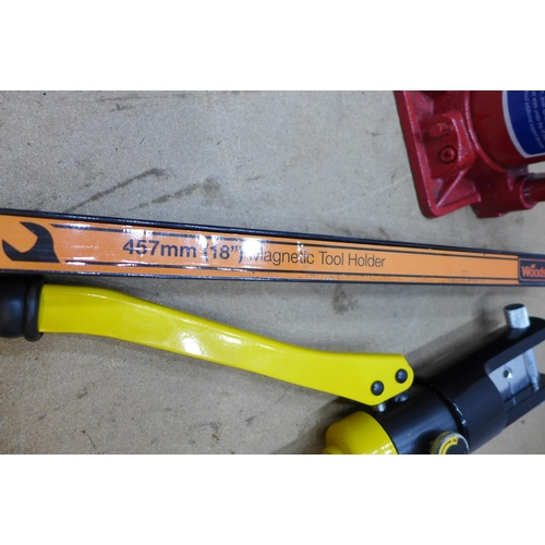 2011 - Bottlejack ( no handle ) - W, Crimpers, magnetic toolrack fittings