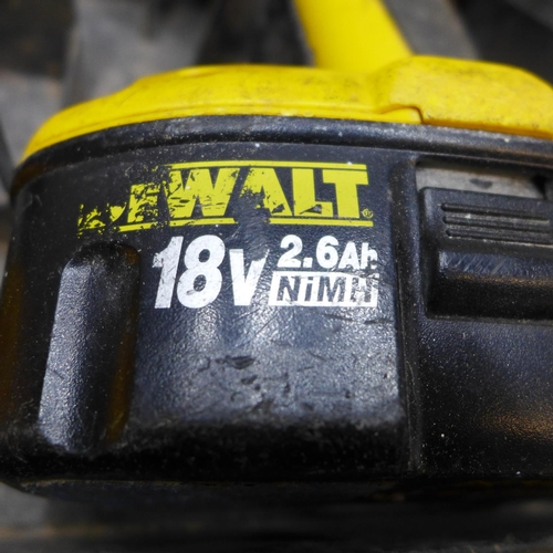2021 - Dewalt 18v hammer drill with battery and charger - W