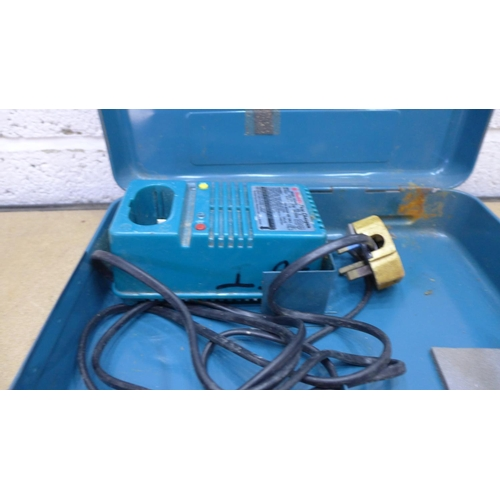 2023 - Makita 8402VS rechargeable drill in metal case (battery & charger)