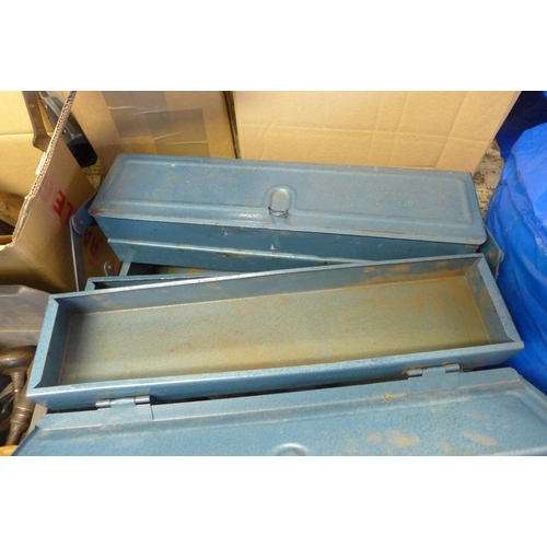 2032 - Blue cantilever toolbox and a tray of various hand tools