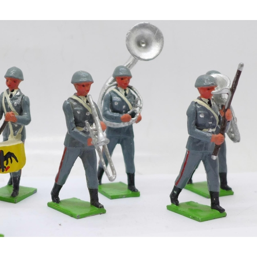 642 - Twelve T and M Models marching military band figures
