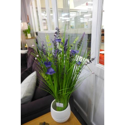 1452 - A 70cm sheaf of lavender in white ceramic pot (2668109)   #