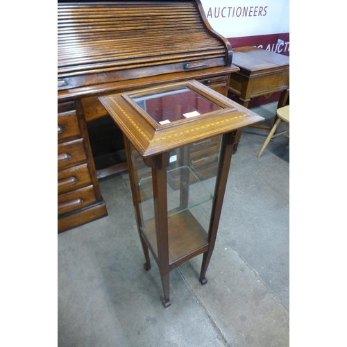 10 - An Arts and Crafts inlaid mahogany bijouterie cabinet