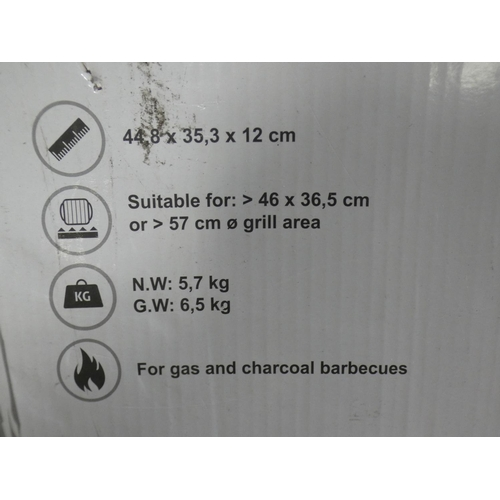 3036 - BB Grill stone oven box * This lot is subject to VAT