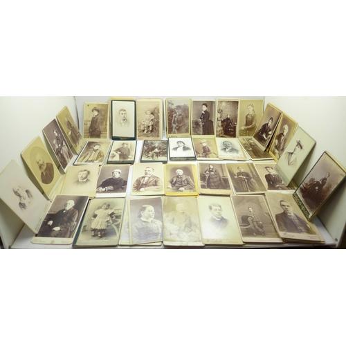 691 - Over 300 Victorian carte de visite cards