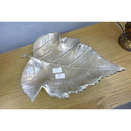 1366 - A metal gold leaf dish (7059721)   #