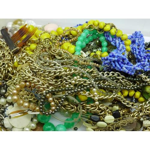 616 - Costume jewellery
