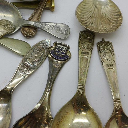 617 - Twenty-nine caddy spoons