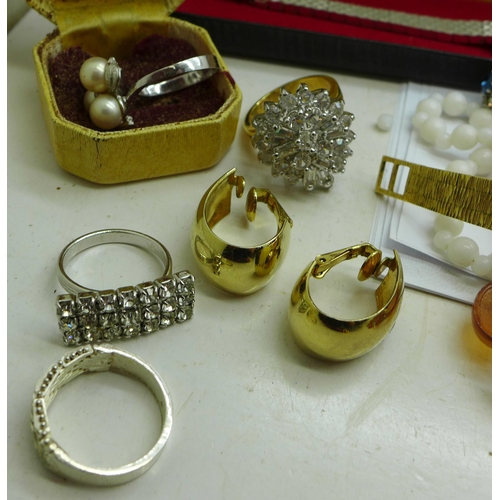 619 - Costume jewellery and wristwatches