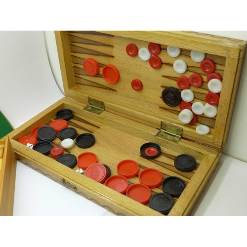 633 - A collection of games including a chess set, cribbage board and dominoes