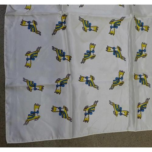 640 - A Babycham scarf