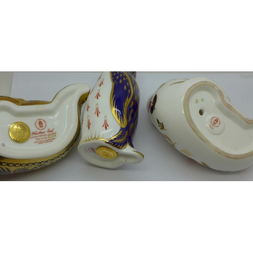 648 - Three Royal Crown Derby Paperweights - Limited Edition 'Harbour Seal' (2,229 of 4,500) with Gold sto...