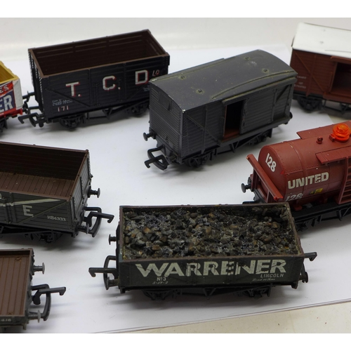 656 - A set of ten Mainline OO gauge railway wagons