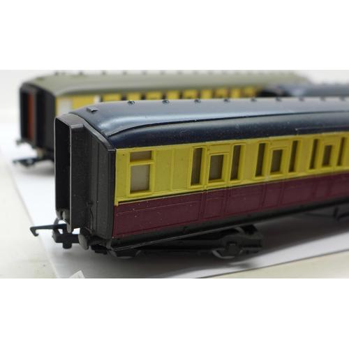 658 - Four OO gauge Hornby coaches