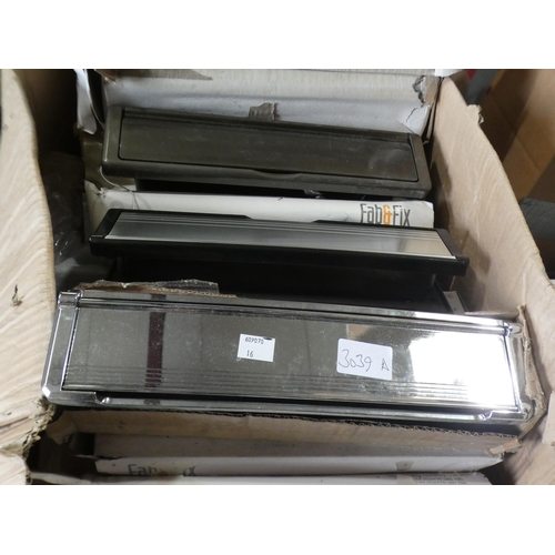 3039A - Quantity of letterboxes, internal and external