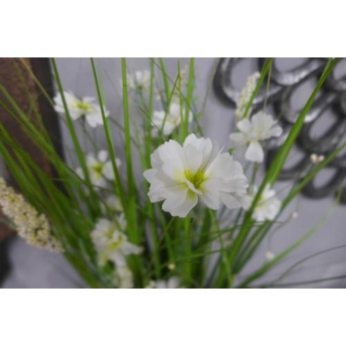 1414 - A 70cm sheaf of white flowers (2359909)   #