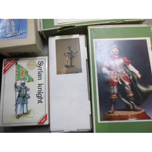55 - Selection of white metal kits, to include, 8620 Syrian Knight,Ares mounted knight, 2 x Le Cimier set...
